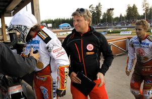 Mikael Teurnberg är i full gång med att forma Rospiggarnas elitserietrupp.