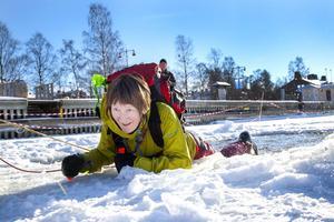 Ann Karlsson från Frösön passade på att bada frivilligt när Storsjöns långfärdsskridskoklubb anordnade plurrövning i Badhusparken.