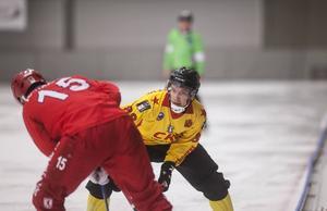 Erik Säfström och hans Neftyanik får packa väskorna för en lång hemresa till Ryssland. Laget förlorade semifinalen mot Neftyanik med 2–5.