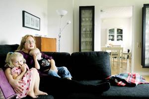 """""""Vi hälsar helst aldrig på någon om vi vet att de är sjuka"""", säger Kerstin Arvidsson. Om en blir sjuk i familjen kan det gå laget runt i veckor."""