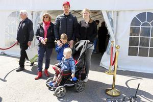 Hellevi Visuri, Krille Erikssonm Alvin, Hanna och Vilgot Visuri var några av de många familjer med barn som guidades runt på Billerud Korsnäs.