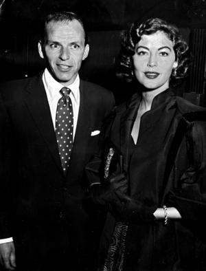 I maj 1953 kom Frank Sinatra med sin skådespelande hustru Ava Gardner till ett kallt Sverige. Folkparksturnén startade i Malmö men publiken svek och hälsan vacklade. Frank fick en rejäl förkylning och han avbröt turnén som trots all dålig publicitet slutade med en bejublad konsert på Skansen.