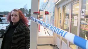 Tidningsdistributören Sylvi Selin blev jagad av en maskerad tjuv från macken i Gällö tidigt på onsdagsmorgonen.