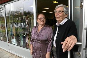 """Engagemang. Marie Westerlund och Anne-Marie Lenander Fällström är två av medlemmarna i föreningen """"Internationella föreningen i Viby"""", som bland annat driver secondhand-butik på Stationsgatan i Vretstorp."""