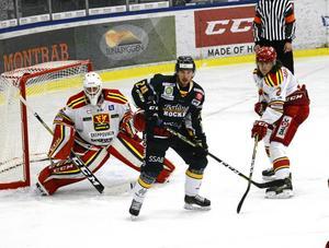 Oliver Erixon i en match mot Skövde i Hockeyettan.