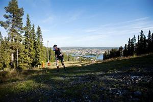 Att löpa uppför Gustavsbergsbacken ställer andra krav på än löpning på slätmark. Vintersportcentrum genomför en studie om traillöpning, det vill säga löpning i kraftig lutning och obanad terräng.