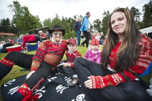 Jonas Andersson kom till stämman i cowboyhatt tillsammans med Axel, Alice och Renée Eriksson.