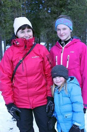 Annika, Therese och Love Gunnarson var några av dem som gästade skidskytte-SM i helgen. Foto: Theres Johansson/DT