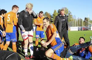 Daniel Ölander kliver upp ur den lyckliga högen på Knöttas där Bollnäs GIF säkrade seriesegern i division 3 för tre år sedan. Nu kan det vara dags igen...