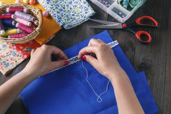 Att tillverka och sälja egna leksaker och barnsaker är en ökande trend, men flera myndigheter ser också risker. Foto: Shutterstock