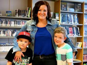 Festfixaren Susanne Lindgren med sina pojkar Tor och Viking.