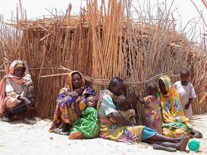 Svenskt bistånd behöver inte tillväxtfientlighet, splittring och kortsiktighet. Om tillväxten stannar av under en längre period urholkas svenskt bistånd allvarligt eftersom biståndet är kopplat till enprocentsmålet, skriver moderata biståndsministern Hillevi Engström . (Bilden från Darfur)