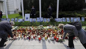 Polen sörjer. Presidentparet och stora delar av landets makt- och försvarselit omkom i lördagens flygolycka. FOTO: SCANPIX