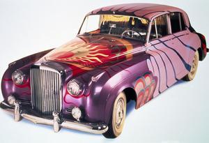 Denna Bentley S1 från 1956 ägdes av klädbutiksägaren John Crittle vars butik låg på Kings Cross i London. Bilen sägs ha kört runt med 60-talets ikoner som Jimi Hendrix, Brian Jones och John Lennon.