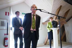 Hans, Anders och Elisabeth Nyhlén har fortsatt att driva galleriet som familjeföretag efter Astley Nyhléns bortgång.