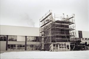 I januari 1991 pågick bygget av det som kom att bli Tuppens danskrog med plats för 1000 personer.