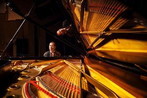 Pianisten Mona Kontra och Richard Kontra, violin har konsert på S:t Petri Logen i Härnösand på onsdag kväll 4 september.