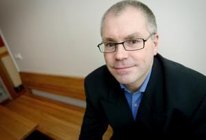 Kommundirektör Anders Andersson har varslats om uppsägning, liksom ekonomichefen Martin Rolén.