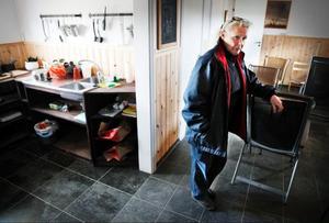 – Det här byggde vi förra året och det blir reception med fikarum, duschar och toaletter, säger Marian Stranne.