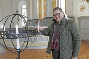 Kyrkoherden Mattias Rådbo vill att medlemmarna aktivt ska bidra till kyrkans fortsatta reformation.