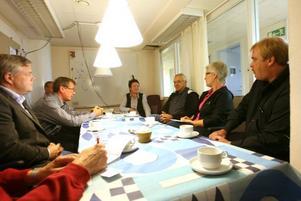 Anna Högberg (längst bort i bild) svarade på riksdagspolitikernas frågor.