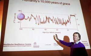 Anders Wijkman konstaterar likt Al Gore att planeten Jordens klimat krisat förr. Men den kris som människan i högsta grad har medverkat till har förutsättningar att bli den värsta.