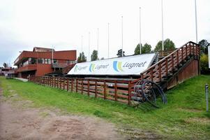 Den gamla läktaren på Lugnets skidstadion, alldeles intill skidförbundets lokaler, har tjänat ut och ska rivas.
