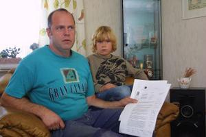 Leif Berglin och sonen Anton blir inte fritidsboende på Gran. Länsstyrelsen ändrade snabbt sitt ja-besked till ett nej.