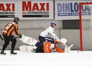 Tobias Björklunds 3–1-mål i den 21:a minuten var en riktig delikatess. Pär Törnberg hittade honom med ett kort lyft. Han tog ner bollen – bollade lite – och rundade sedan Martik Falk i SAIK-målet.