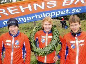 En glad guldtrio – för en dryg vecka sedan. Från vänster: Jesper Lysell, Jerker Lysell och Jonas Vytautas Gvildis – vars deltagande nu är ifrågasatt.