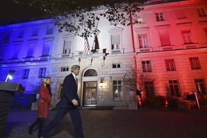John Kerry och USA:s Frankrikeambassadör två dagar efter attentatet i Paris, som får skribenten att fundera vart vi är på väg.