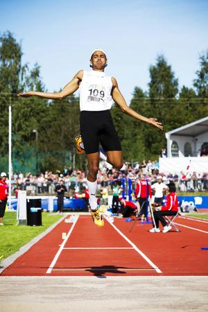 Michel Torneus har varit Sveriges bästa manlige längdhoppare de senaste åren. Här hoppar han på SM 2011.