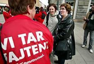 Foto: LARS WIGERTMedlemsstöd. Ylva Thörn dök plötsligt upp i Gävle i går för att uppmuntra sina strejkande medlemmar.