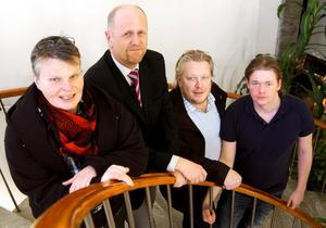 Historiskt samarbete. Aldrig tidigare har Socialdemokraterna regerat tillsammans med borgerliga partier. Gruppledarna Annalena Järnberg (S), Lars-Göran Zetterlund (C), Mats Runqvist (HOB) och Samuel Ericson (V) presenterade den nya koalitionen i Hällefors kommun.