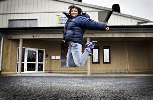 """Jessica Skott, 21 år, öppnar Östersunds tredje dansskola i höst. Hon är inte rädd för att konkurrensen ska bli för hård. """"Det är klart att så många som dansar finns det inte i Östersund så det blir lite konkurrens. Jag får erbjuda det jag har och hoppas att folk nappar på det."""