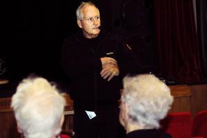 Ulf Andersson från Norrhälsinge räddningstjänst talade bland annat om hur man undviker bränder i hemmet.