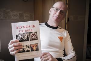 Roland Kristoffersson har tillsammans med Ingvar Haraldsson åter tagit ett tag i den lokala fotbollshistorien. Resultatet, en bok om Älvros IK fotboll.
