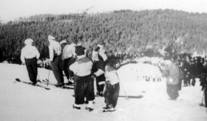 Ett foto från en av de allra första tävlingarna i Nybrobacken.