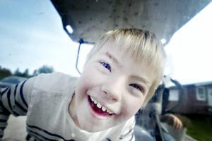 Elliot Karlsson, 9 år, och kompisen Alex Ragnarsson, 12 år, var ivriga på att få åka golfbil.