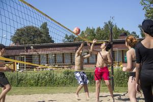 Även volleybolltävlingar orkade besökare med trots värmen.
