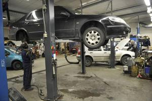 För att bilen ska hålla länge får man inte slarva med serviceintervallerna.Foto: Fredrik Sandberg/TT
