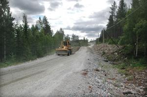 Arbetet längs Öjungesvägen, mellan Edsbyn och Färila, står stilla på obestämd tid.