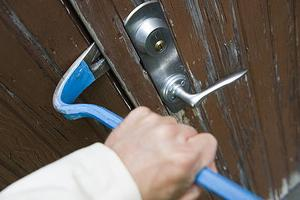 Under våren och sommaren drabbas många husägare av inbrott.