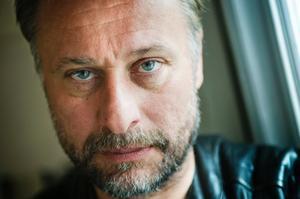 I franska tidningar har Nyqvist beskrivits både som en svensk George Clooney och som en svensk variant av franska nationalidolen Johnny Hallyday.
