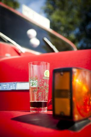 Brandbilen får även tjänstgöra som drinkbord.