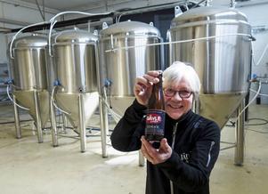Eva Nordlund visar upp ölet som börjar säljas i maj: Gävle Lager