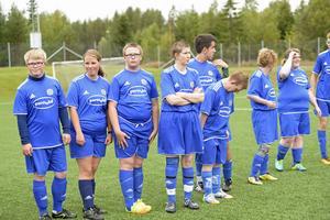 Några av spelarna i GIF Sundsvall FH efter matchen mot IFK Timrå FFF.