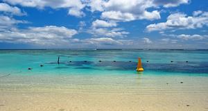 Flic en Flac på Mauritius. Området är populärt för dykturism och särskilt lämpligt för delfinspaning.