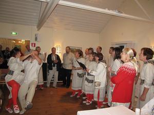 Sång och dans i Sala sockenkyrka. Bild: Göran Lindal.