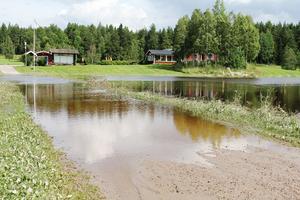 Värst drabbade områden är själva infarten, vägen in till golfklubbens byggnader och ranch liksom den damm man använder för bevattningen av greenerna.